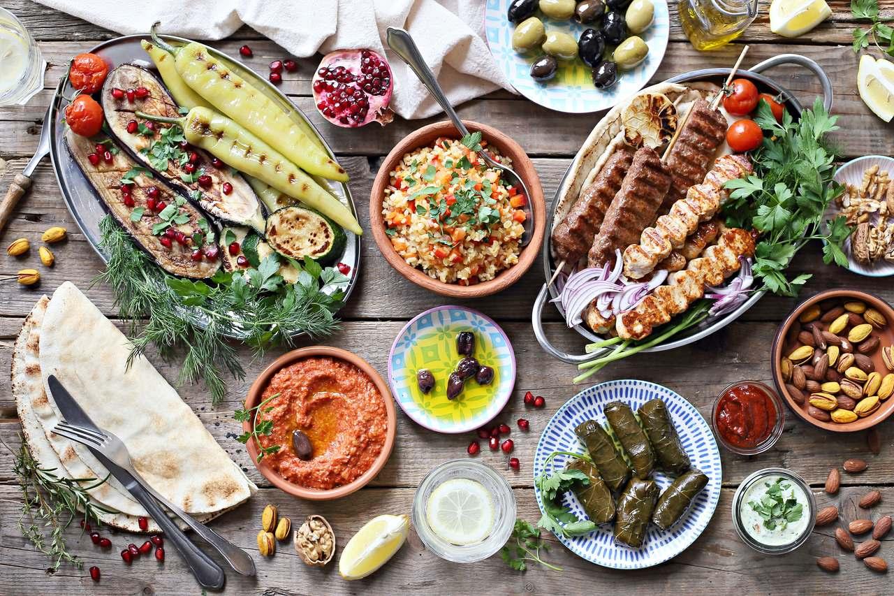 Akdeniz mutfağından yemekler, zeytin, menemen, biber, kebap, sarma