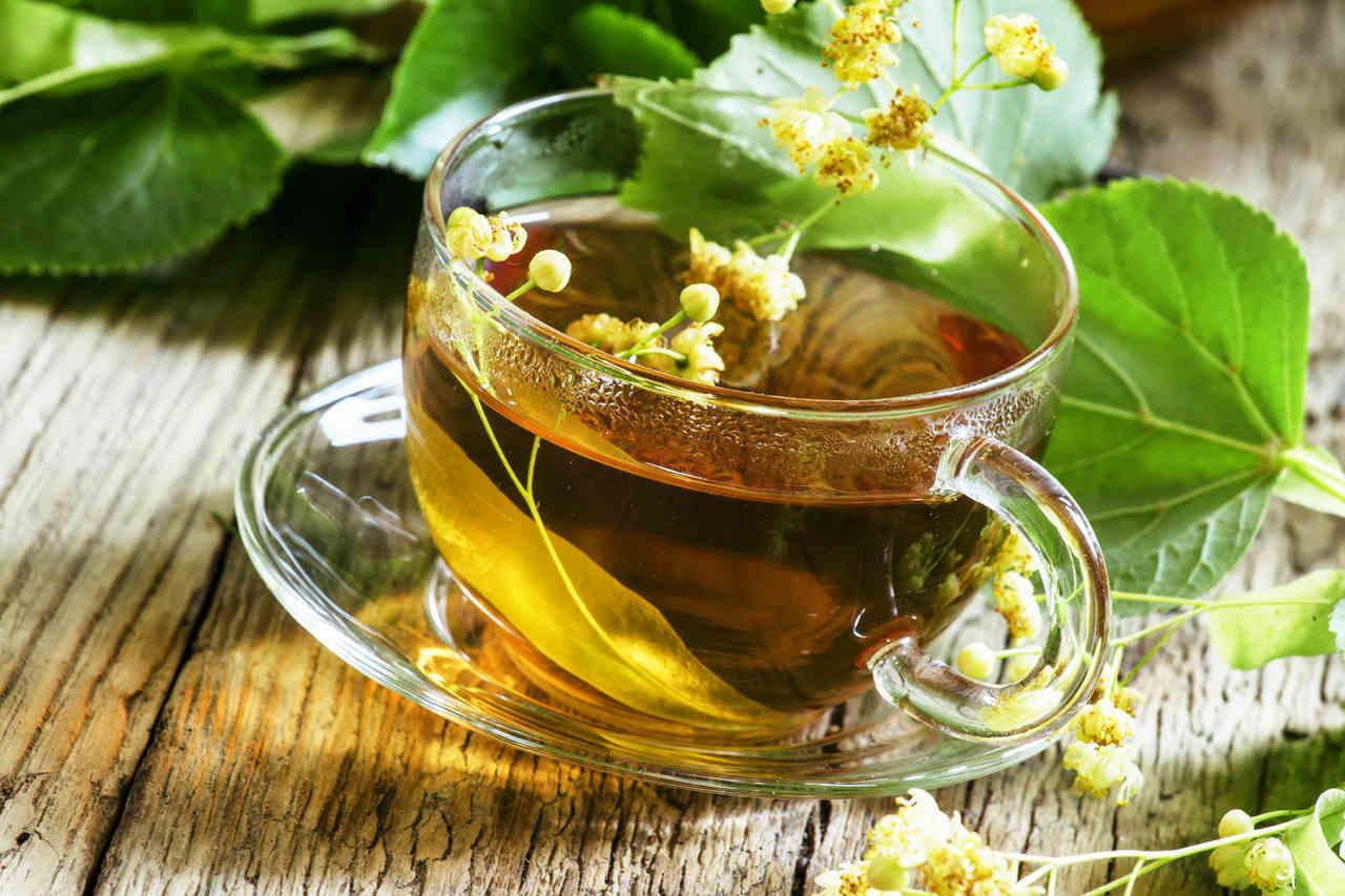cam fincan içerisinde ıhlamur çayı